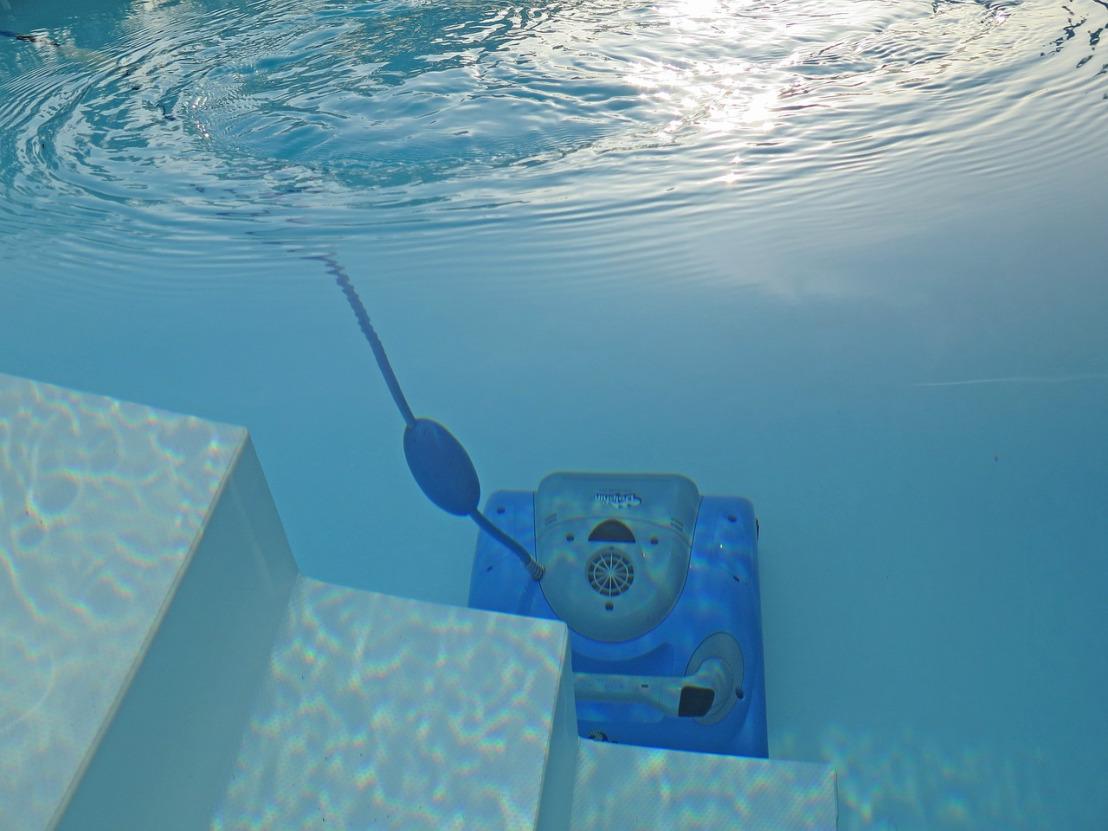 swimming-pool-2139101_1280(1)