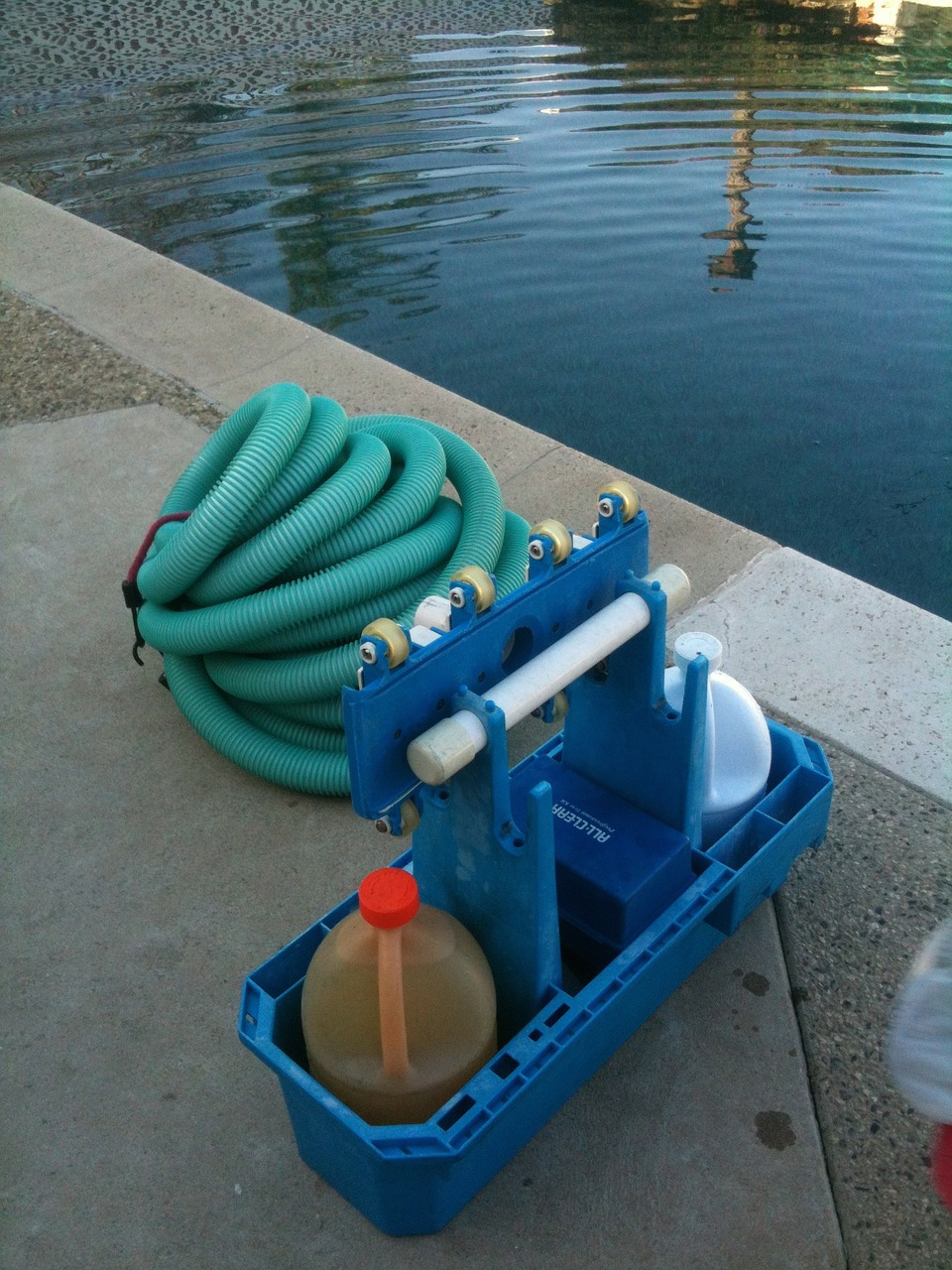 pool-cleaning-330406_1280(1)
